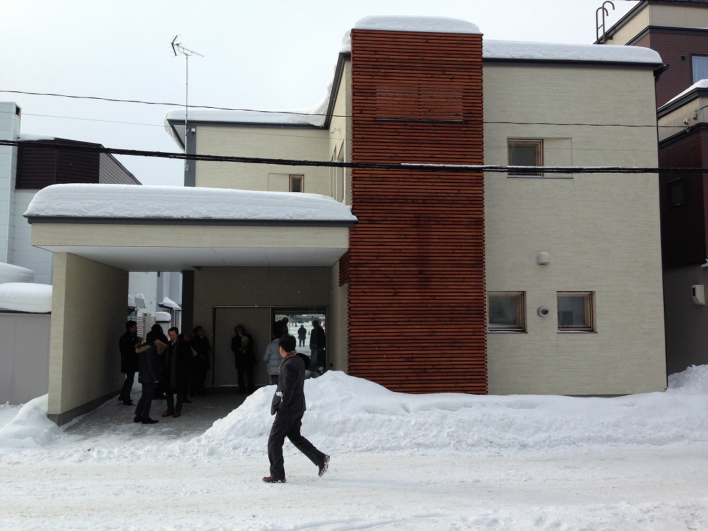 屋根勾配0、無落雪屋根の家-札幌近郊にて