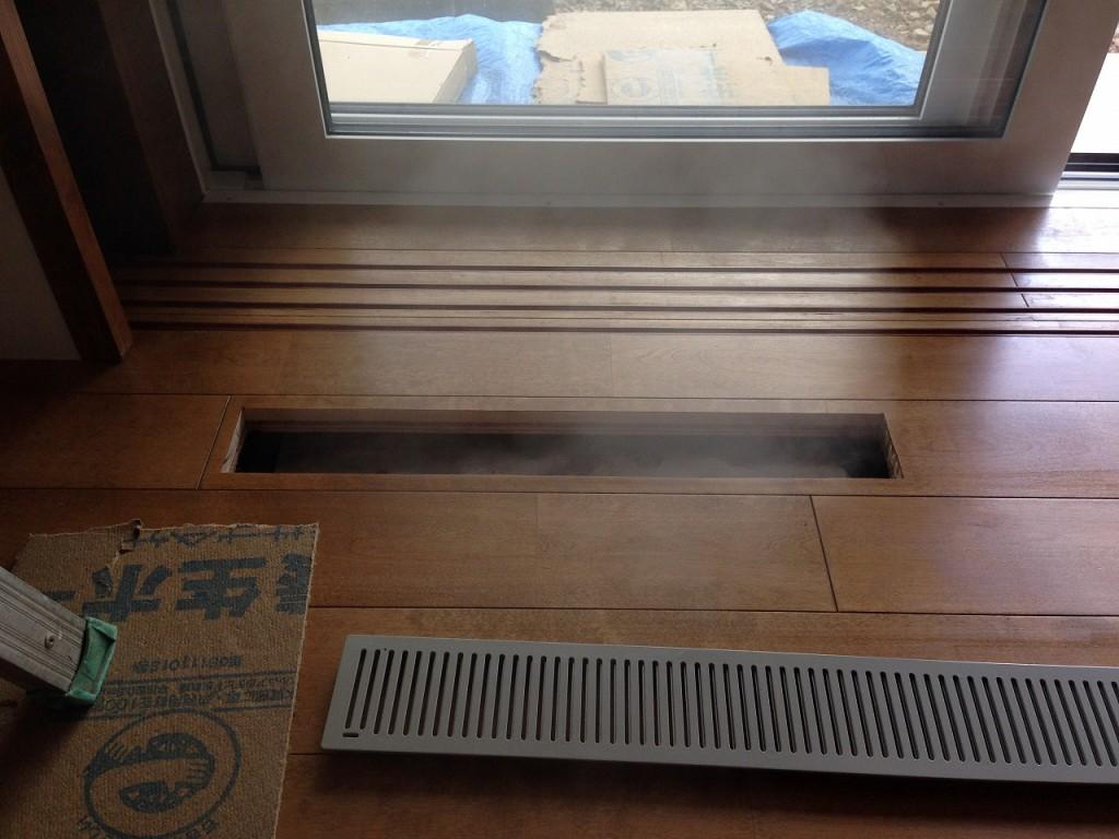 居間2重床の暖気吹き出し口