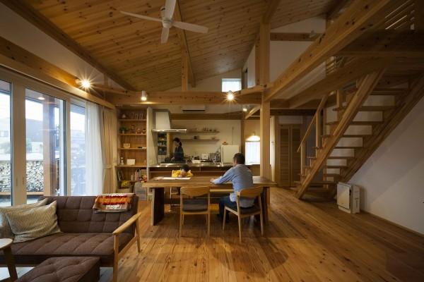 地元岐阜の木をふんだんに使ったダイナミックな室内