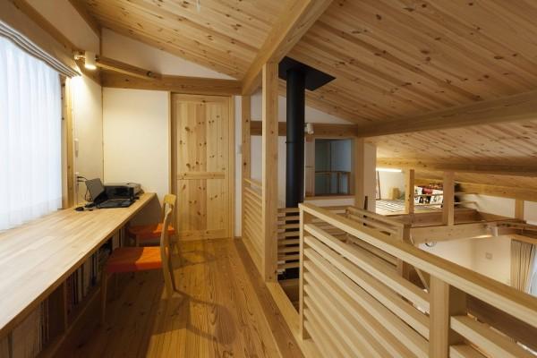 ホールに家族の書斎&勉強スペース