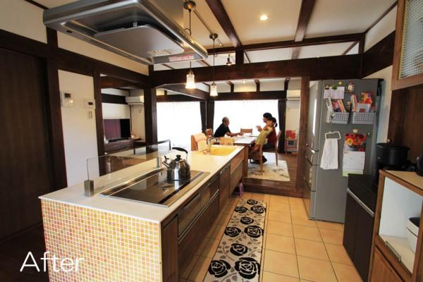 北側の縁側を取り払い、風通しの良いアイランド型のキッチンへ