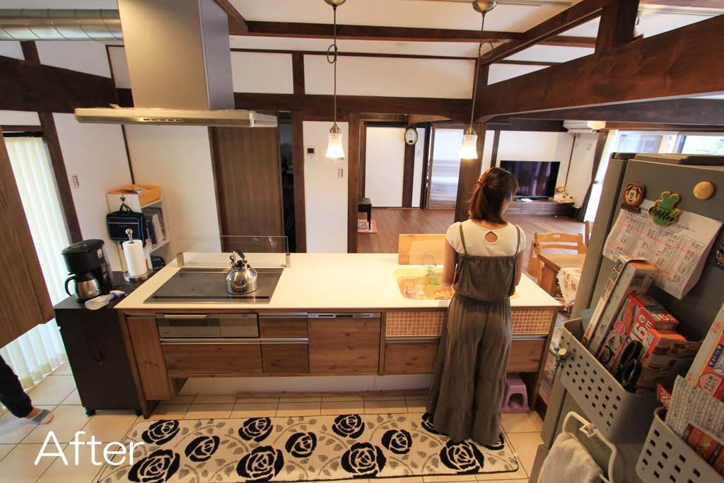 オリジナルのアイランドキッチン 対面型のキッチンで家族との会話も弾みます